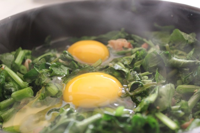Eggs poached in greens 7